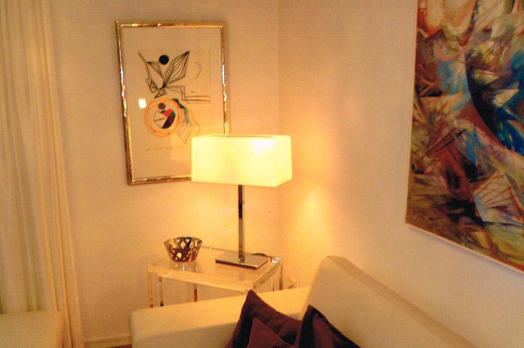 Möbel aus Kunststoff/ Plexiglas® - Beistelltisch.