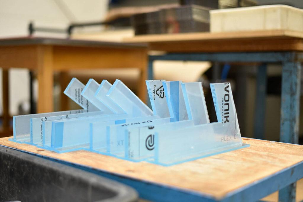 Es gibt verschiedene Verarbeitungsmethoden, je nach gewünschtem Resultat. Technische Fräs- und Laserteile aus Kunststoff können in verschiedensten Bereichen der Industrie und des Handwerks eingesetzt werden.