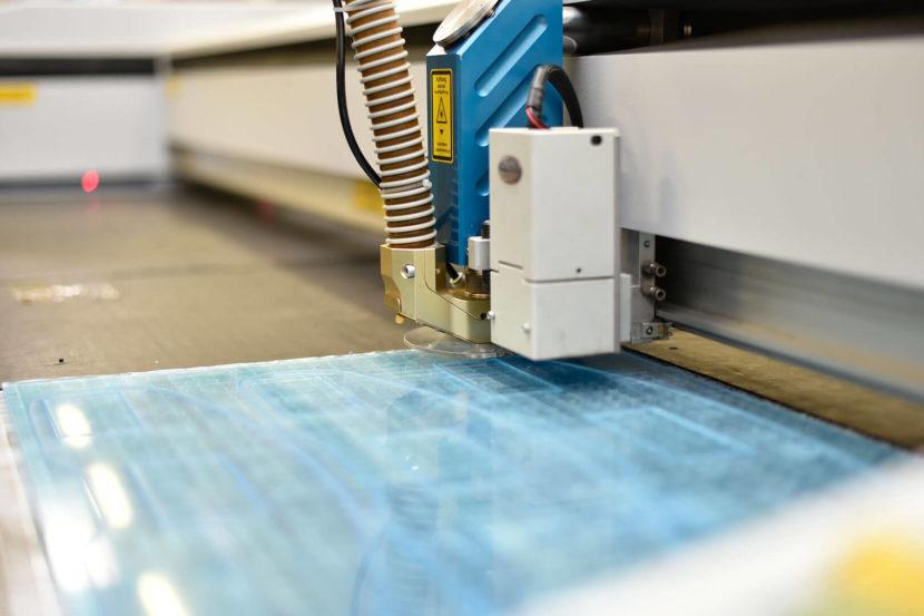 Kunststoffverarbeitung durch Laser- Wir verarbeiten Kunststoffe für Industrie, Handwerk und Privat mit zahlreichen Verfahren, eines der genauesten ist der Laser-Zuschnitt, wie hier für PLEXIGLAS®.
