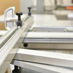 Zuschnittmaschine für die Kunststoffverarbeitung