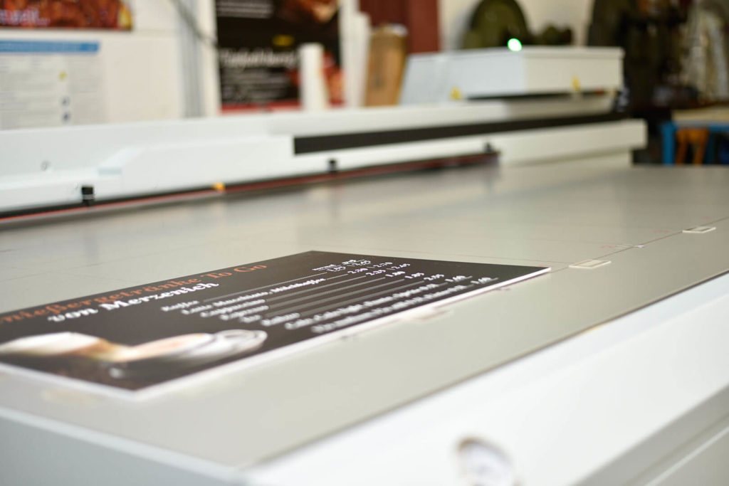 Digitaldruck auf Kunststoffen - Werbetechnik und Schiler Beispiel
