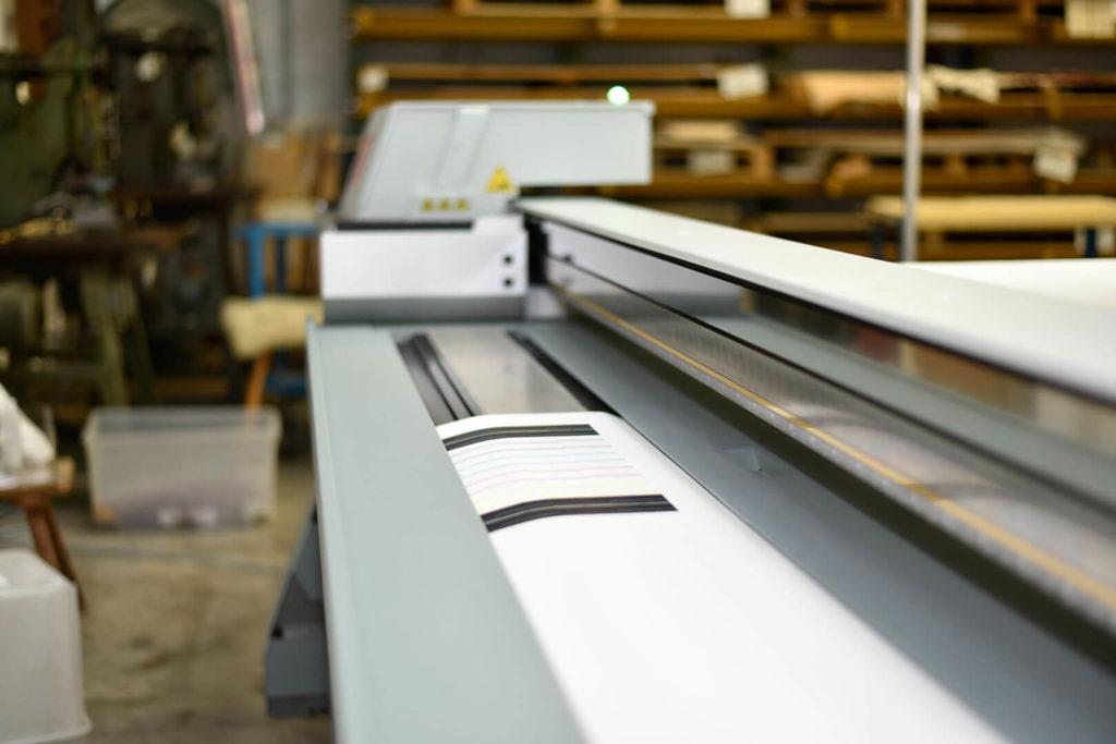 Wir bieten hochwertigsten Digitaldruck auf verschiedenen Kunststoffen an. In Einzel- oder Serienfertigung für Handwerk und Industrie.