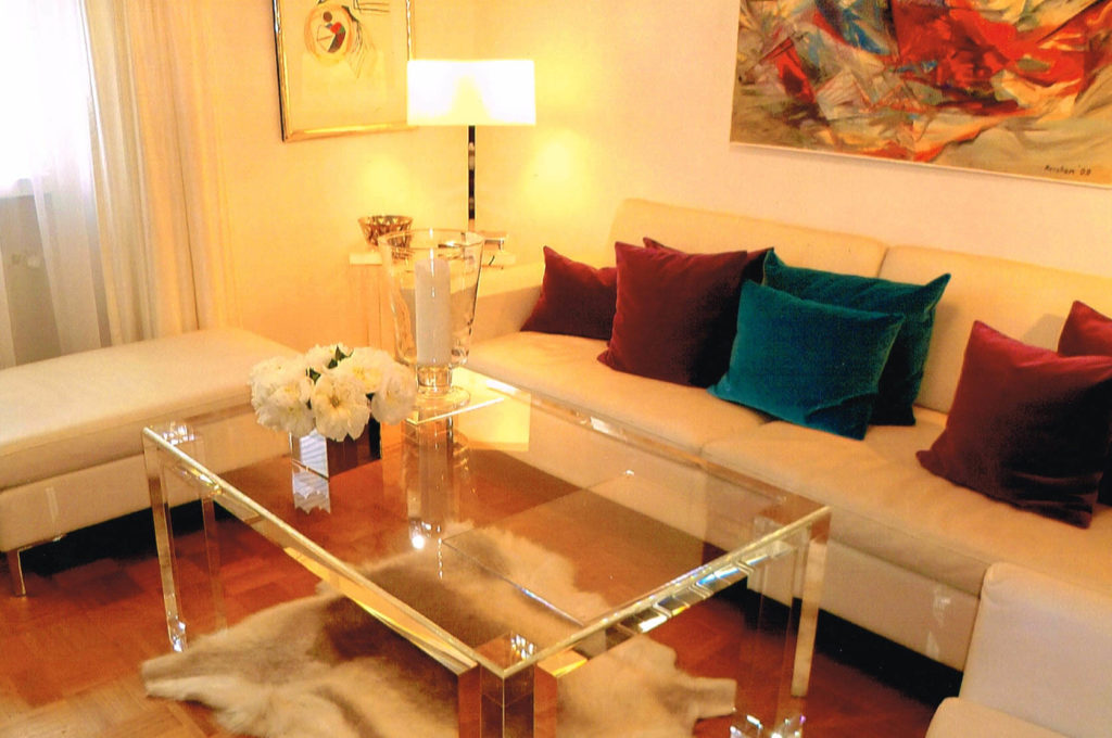 Möbel aus Kunststoff/ Plexiglas