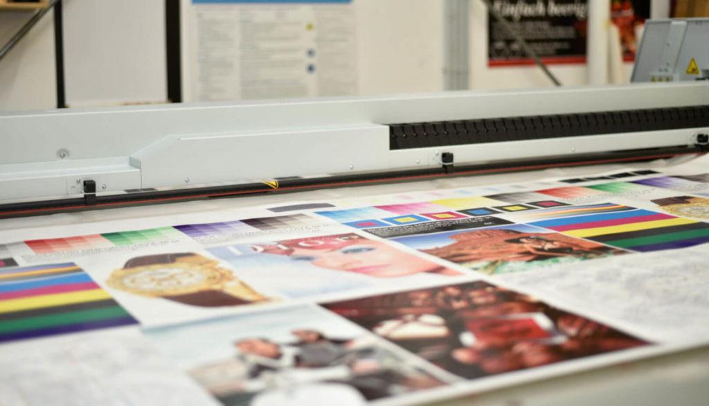 Kunststoffvearbeitung für verschiedene Kunststoffe. Foto-Digitaldruck für Plexiglas und andere Kunststoffe.