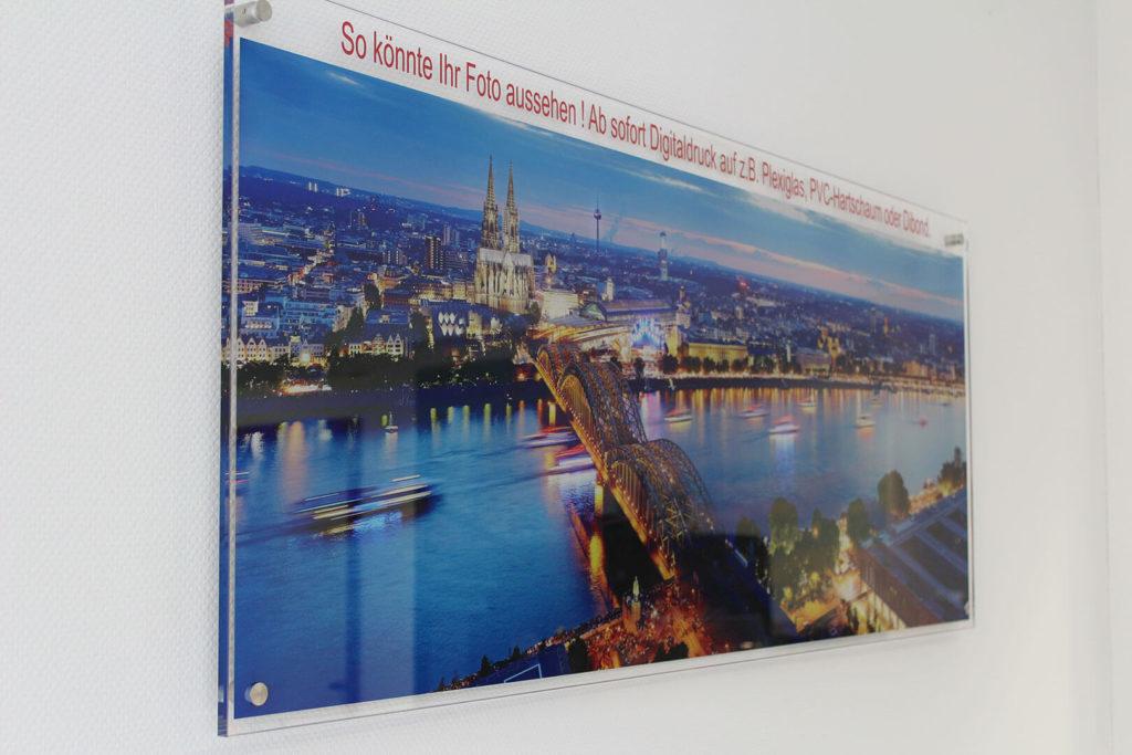 Foto-Digitaldruck auf Plexiglas.