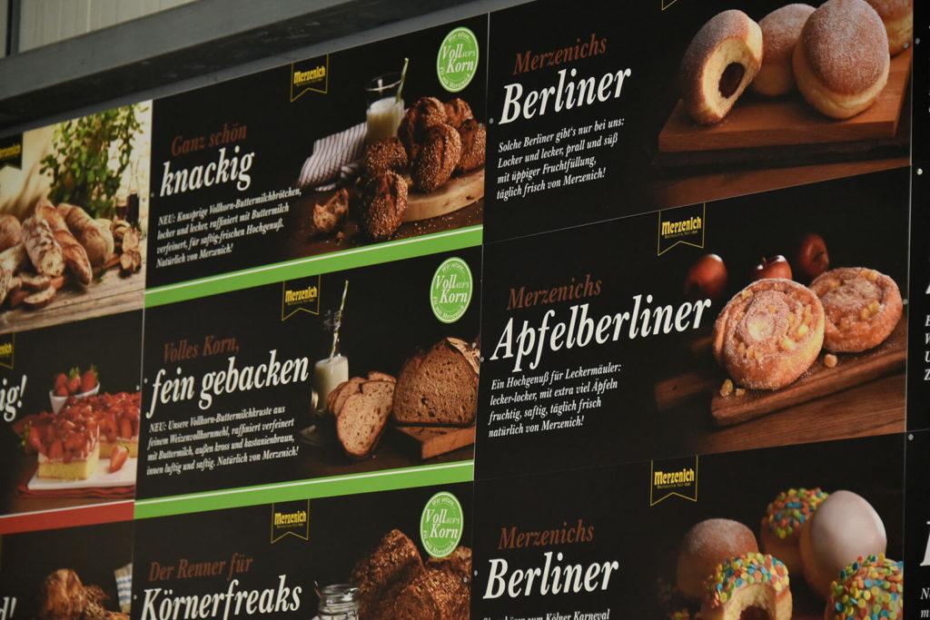 Werbetafel für Lebensmittelhändler mit hochwertigen Produktfotos.